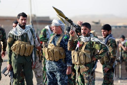 Miembros de la milicia chiíta iraquí durante acciones contra el Estado Islámico en las cercanías de Mosul (Irak).