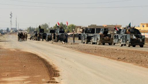 Efectivos de las fuerzas especiales del ejército de Irak se preparan para otra operación contra los yihadistas de Estado Islámico al oeste de Mosul.
