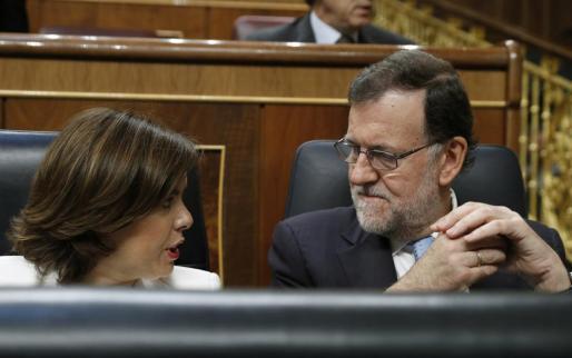 El presidente del Gobierno en funciones, Mariano Rajoy, y la vicepresidenta, Soraya Sáenz de Santamaría.