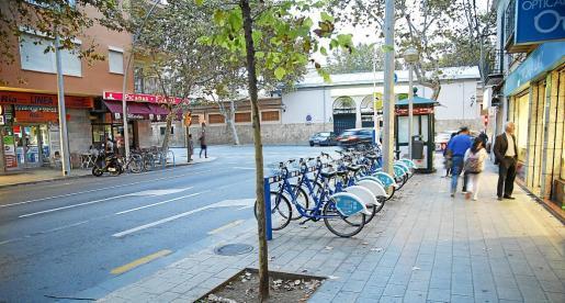 Imagen de la plaza de Pere Garau, el centro neurálgico de la barriada.