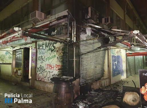 Las llamas han dañado un bar y oficinas de la zona