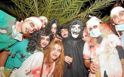 Dedicación, trabajo y en algunos casos bastante creatividad para elegir o crear el disfraz para la fiesta de Halloween.