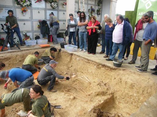 El interés por los trabajos de exhumación han generado mucho interés en Porreres.