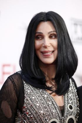 La cantante Cher ha comentado su relación actual con los hombres.