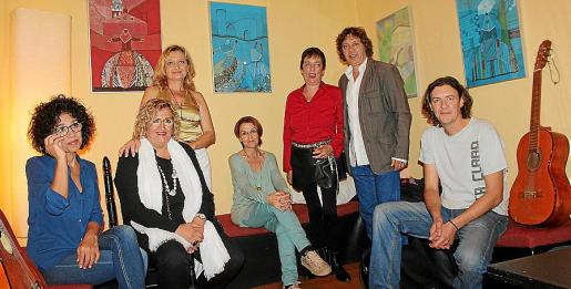 Mari Cruz Pina, María Torres, Olga Planas, Elo Fernández, Cheska Nicolau, Xavier Planas y Manfred Díez.