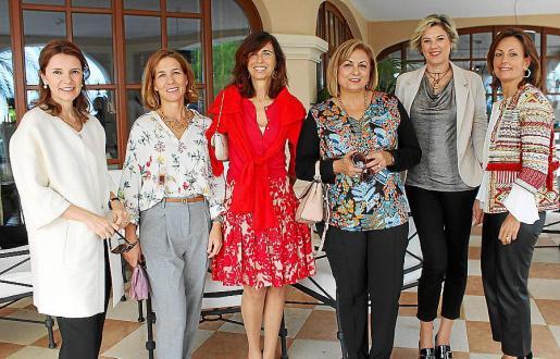 Maysi Pujadas, Ilia García de Sáez, Teresa Castellà, Xisca Sellés, Yolanda Loeffler y Marta Rossell.