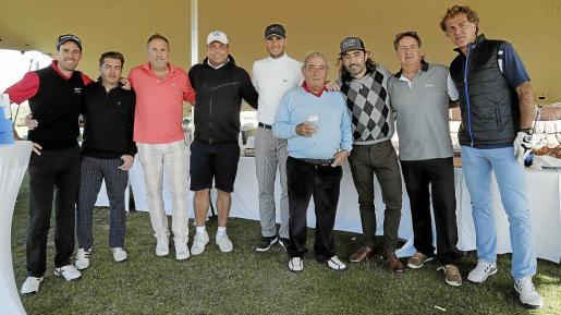 El presidente de Globalia, Juan José Hidalgo, junto a Rafael Nadal, Ronaldo Nazario y el resto de participantes en el Torneo Air Europa-Travel Plan.