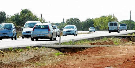 La carretera de Llucmajor a Campos soporta en la actualidad la presión del doble de vehículos que en 1983.