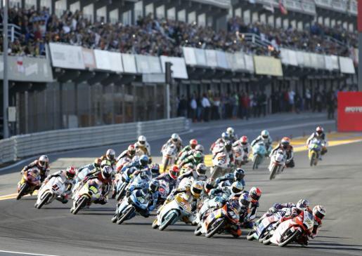 Vista general de la salida de la carrera de Moto3 del Gran Premio de la Comunitat Valenciana de Motociclismo.