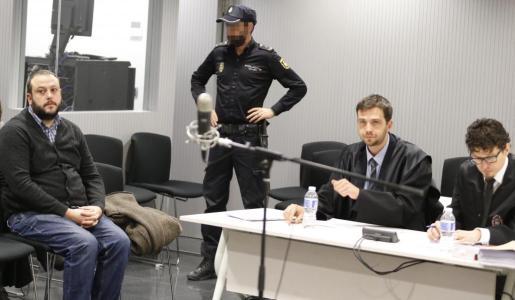 El concejal de Ahora Madrid Guillermo Zapata durante el juicio por el tuit que publicó sobre Irene Villa en 2011.