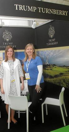 Representantes de Trump International Golf, en la feria.