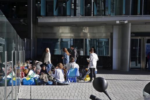 En la imagen, jóvenes esperando desde hace un mes para ver el concierto de Justin Bieber en Madrid.