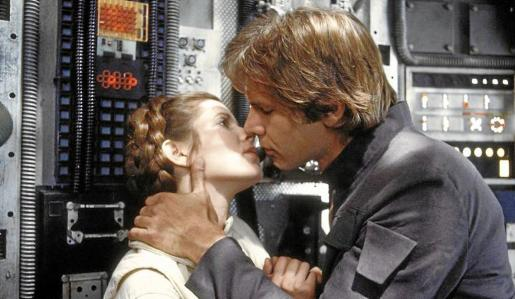 Carrie Fisher y Harrinso Ford durante una escena de Star Wars.