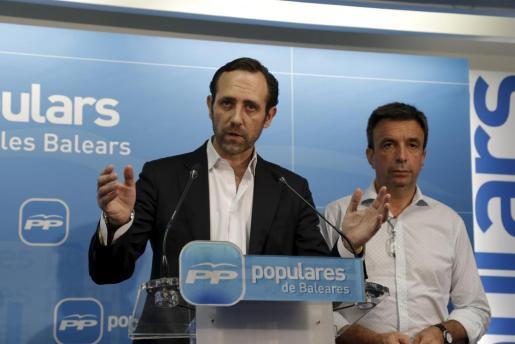 En junio de 2015 Bauzá presentó su dimisión como presidente del PP, en la imagen junto a Miquel Vidal.