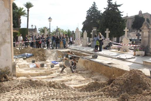 Este sábado han acabado los trabajos de exhumación del proyecto inicial de la fosa común de Porreres.