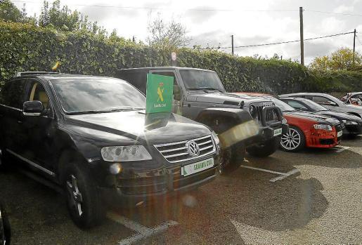 Los vehículos intervenidos por la Guardia Civil a la banda de ladrones.