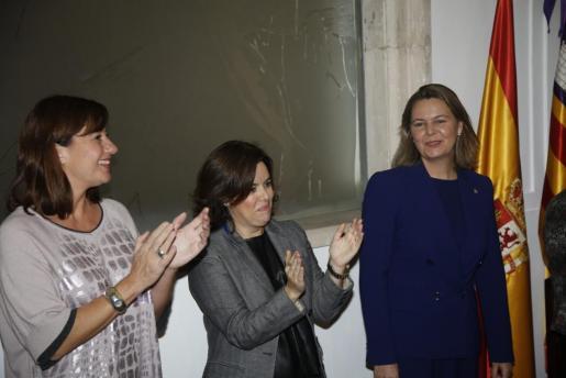 Francina Armengol, Soraya Sáenz de Santamaría y Maria Salom durante la toma de posesión de esta última como delegada del Gobierno en Balears.