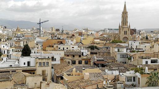 Vista general de Palma, donde vuelven a verse grúas por las obras.