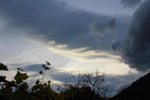 El viento y la lluvia, que puntualmente puede ser fuerte, traen consigo un tiempo típicamente otoñal.