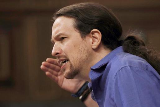 El líder de Podemos, Pablo Iglesias, durante la sesión de control al Ejecutivo que ha comenzado con un minuto de silencio en memoria de la exalcaldesa de Valencia y senadora, Rita Barberá.