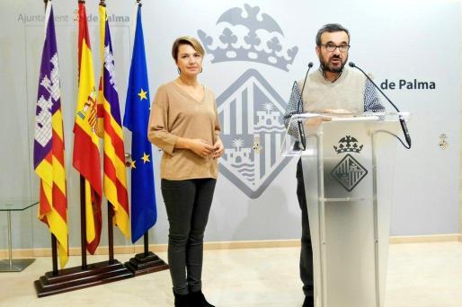 Los ediles populares Marga Durán y Pep Ignasi Aguiló han explicado las enmiendas de su grupo a las cuentas municipales de 2017.