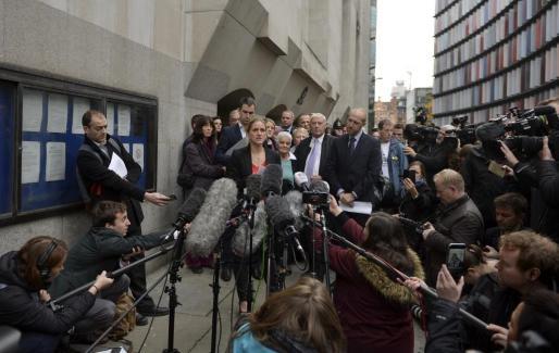 Expectación mediática para escuchar a familiares de la diputada laborista Jo Cox, tras la decisión del tribunal.