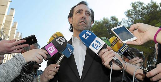 El expresident del Govern, a los pies de la Seu, el día que anunció que optará a la presidencia del PP.