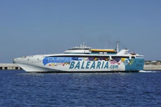 Las navieras sostienen que la bonificación al transporte aéreo amenaza su sector.
