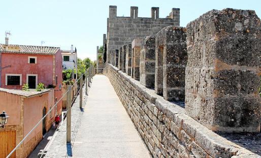 Las murallas de Alcúdia configuran un gran atractivo patrimonial y turístico para la ciudad.