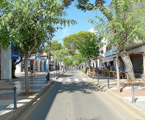 La calle Tagomago, una de las vías más céntricas de Cala d'Or.