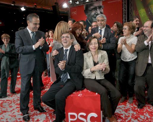 El ex ministro de trabajo, Celestino Corbacho, el presidente de Balears, Francesc Antich y la número dos de la lista del PSC en las elecciones a la Generalitat, Montserrat Tura, durante la fiesta mitin que los socialistas catalanes celebran anoche en Barcelona, como inicio de la campaña a las elecciones de la Generalitat de Catalunya.