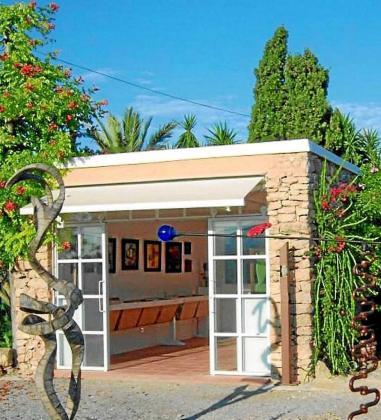 El Supermercat de l'Art se celebra desde 2014 en Garden Art Gallery, gestionada por. Bernadette Chapu y Fernando Jiménez.