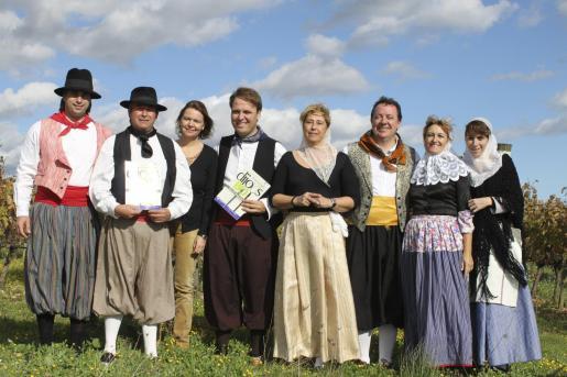 El alcalde y algunos concejales de Inca, vestidos de payés en la presentación del Dijous Bo 2010.