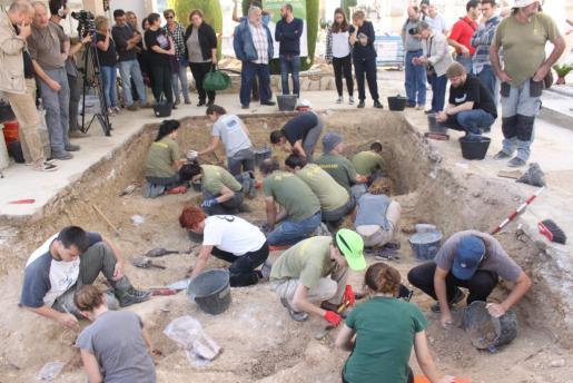 Imagen del inicio de los trabajos en la fosa de Porreres.