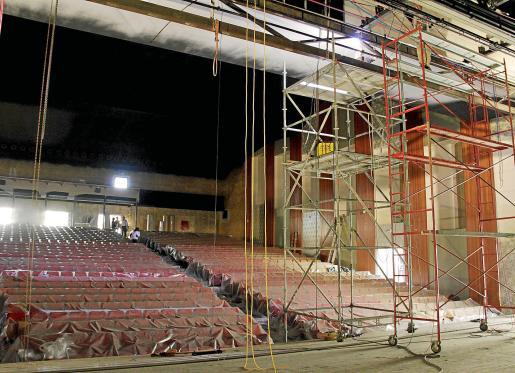 Imagen de parte del escenario y de la platea del nuevo Trui Teatre.