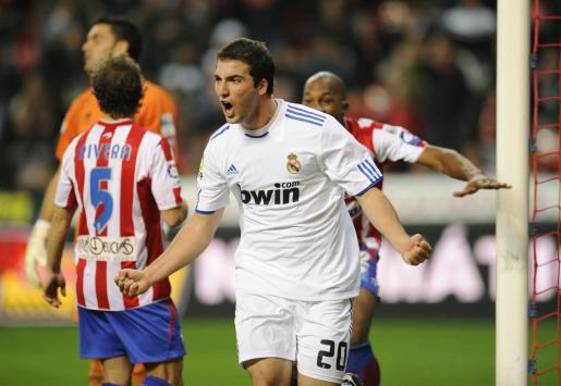 Gonzalo Higuain su gol ante el Sporting.