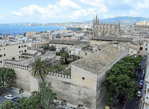 El convento de las jerónimas de Palma, situado en el casco antiguo, limita con cuatro calles.