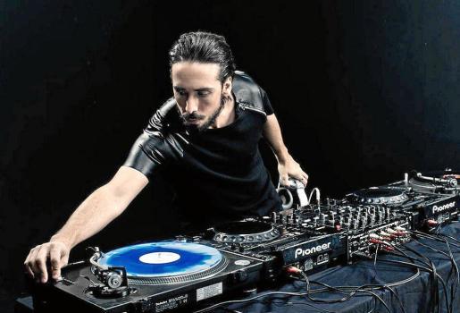 Titos da la bienvenida al 2017 con la sesión de dj español más laureado: Cristian Varela.