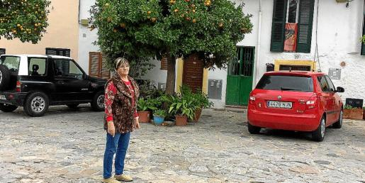 Margdalena Moragues es una de las vecinas más afectadas. En la foto, en la puerta de su casa.