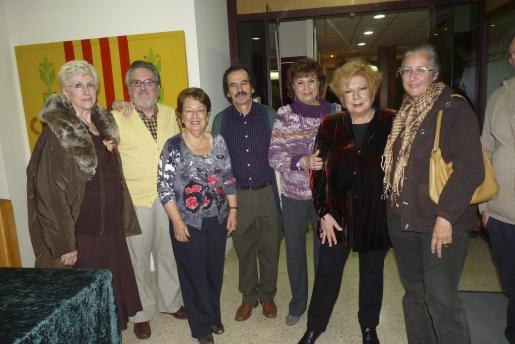 Maruja Alfaro, Toni Vaquer, Julia Barandiarain, Joan Gayá, Marga Llansó, Núria Felíu y la viuda de Guillem d'Efak, Mónica Pastor. Foto: E.P.