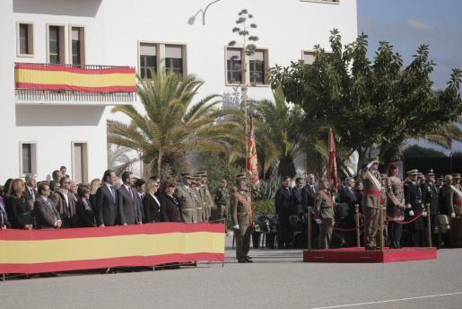 El comandante general de Baleares, Juan Cifuentes Álvarez, junto a la presidenta del Govern Francina Armengol, pasa revista a las tropas del Arma de Infantería y del Cuerpo Jurídico Militar en el Acuartelamiento Jaime II de Palma con motivo del día de su patrona, la Inmaculada Concepción.