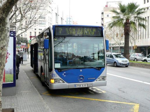 Imagen de un autobús de la EMT Palma.