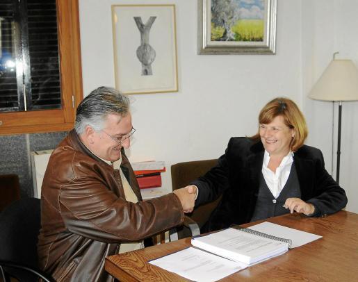 El alcalde Mateu Ferrà y la consellera Marilena Tugores, ayer en el Ajuntament.
