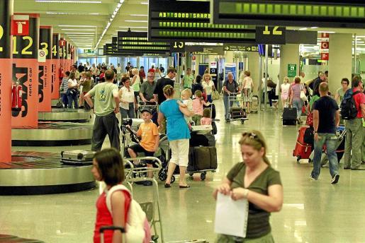 El aeropuerto de Palma superará este año los 26 millones de pasajeros, un 10 % más que 2015.