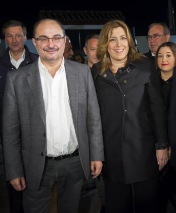 La secretaria general del PSOE de Andalucía y presidenta de la Junta, Susana Díaz (d), junto al secretario general del PSOE de Aragón y presidente aragonés, Javier Lambán (i).