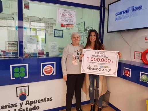 Sandra y Loli trabajan en la Adiministración de Loterías número 2 de Andratx, donde este viernes se validó un boleto premiado con 'El Millón'.