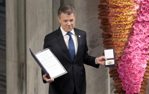 El presidente de Colombia, Juan Manuel Santos, recibió el Nobel de la Paz en el ayuntamiento de Oslo.