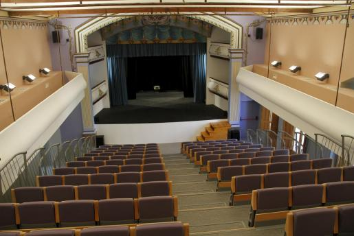 Imagen de la grada y el escenario del nuevo teatro Mar i Terra.
