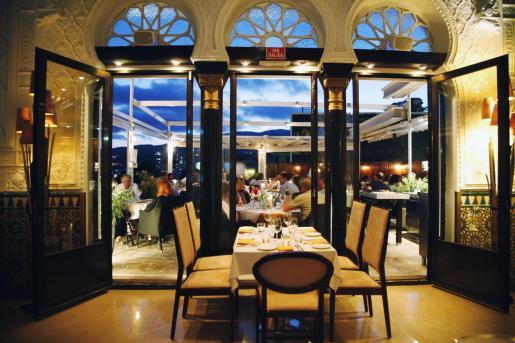 La decoración del restaurante es singular y exquisita.