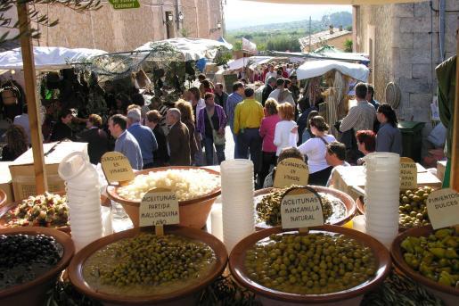 La oliva y el aceite son el eje central de esta feria.